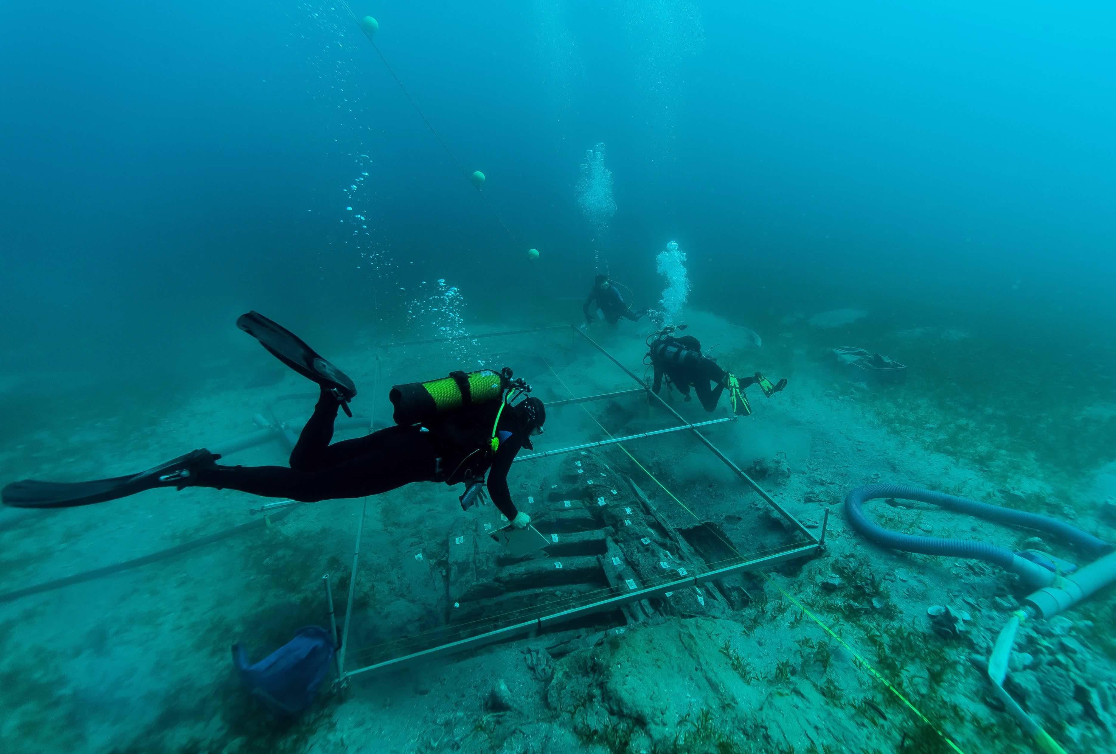 Archéologie terrestre et sous-marine en Guadeloupe et Martinique (Antilles-Caraïbes)